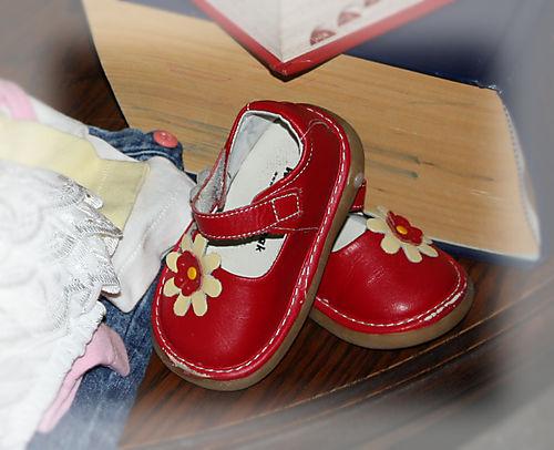 Eensy weensy adorable red shoesies