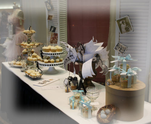 I was in cupcake heaven yesterday at the bridal expo