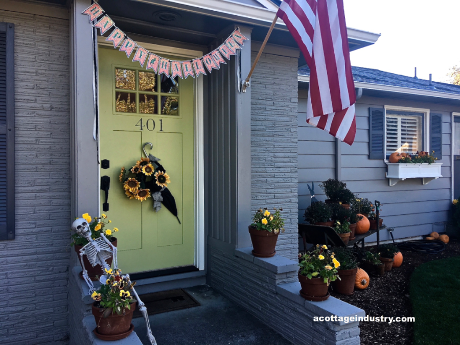 halloween banner on front porch