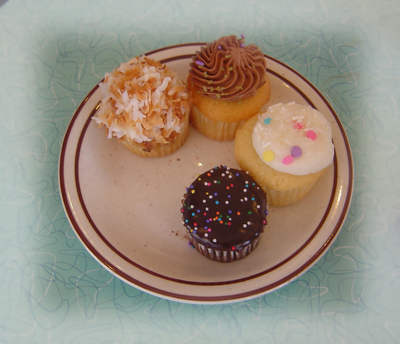 Saint_cupcake_dots