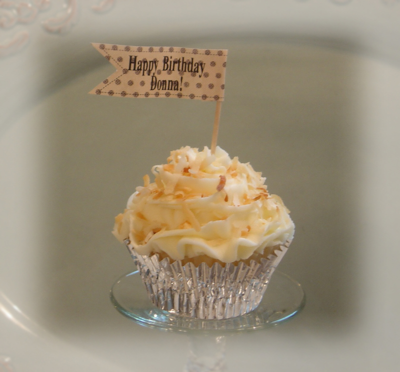 Coconut_cupcakes_for_donnas_birthda
