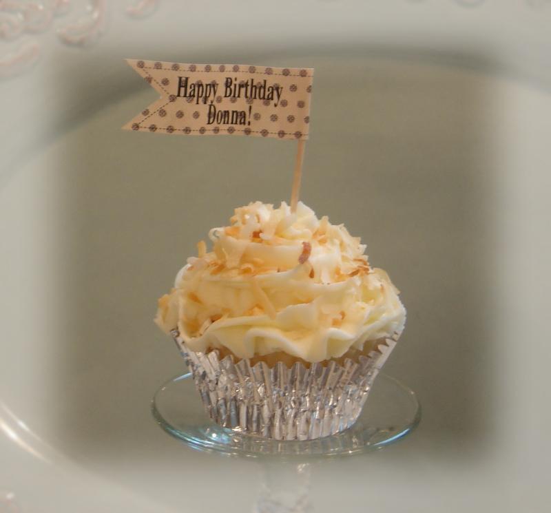 Coconut_cupcakes_for_donnas_birthda