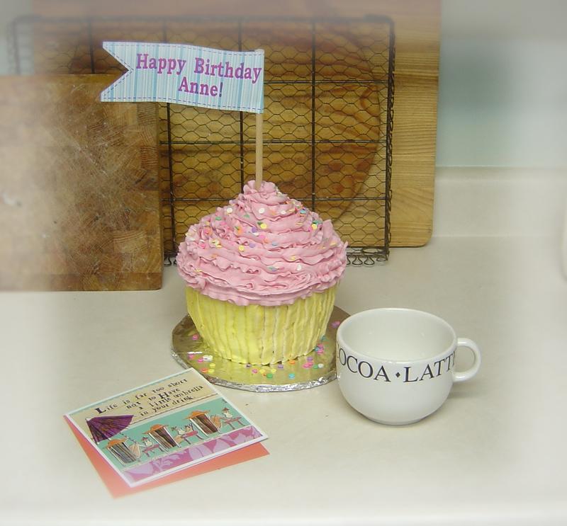 Giant_cupcake_019