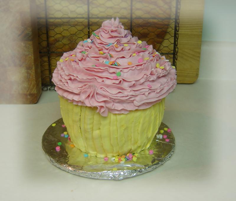 Giant_cupcake_009