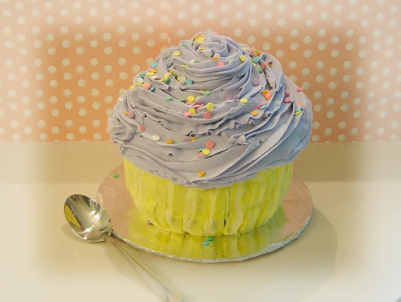 Big_cupcake